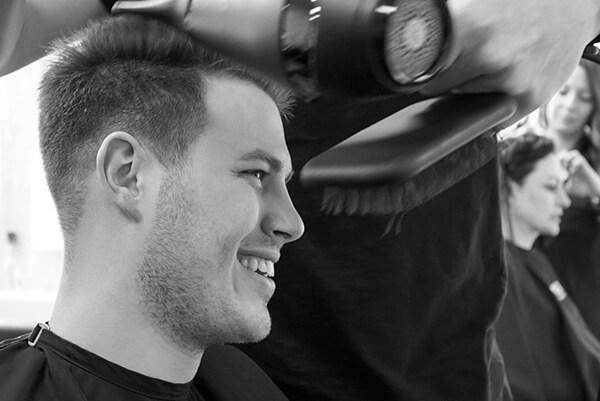 Unsere Kunden teilen ihre Meinung mit uns als Friseur in Essen