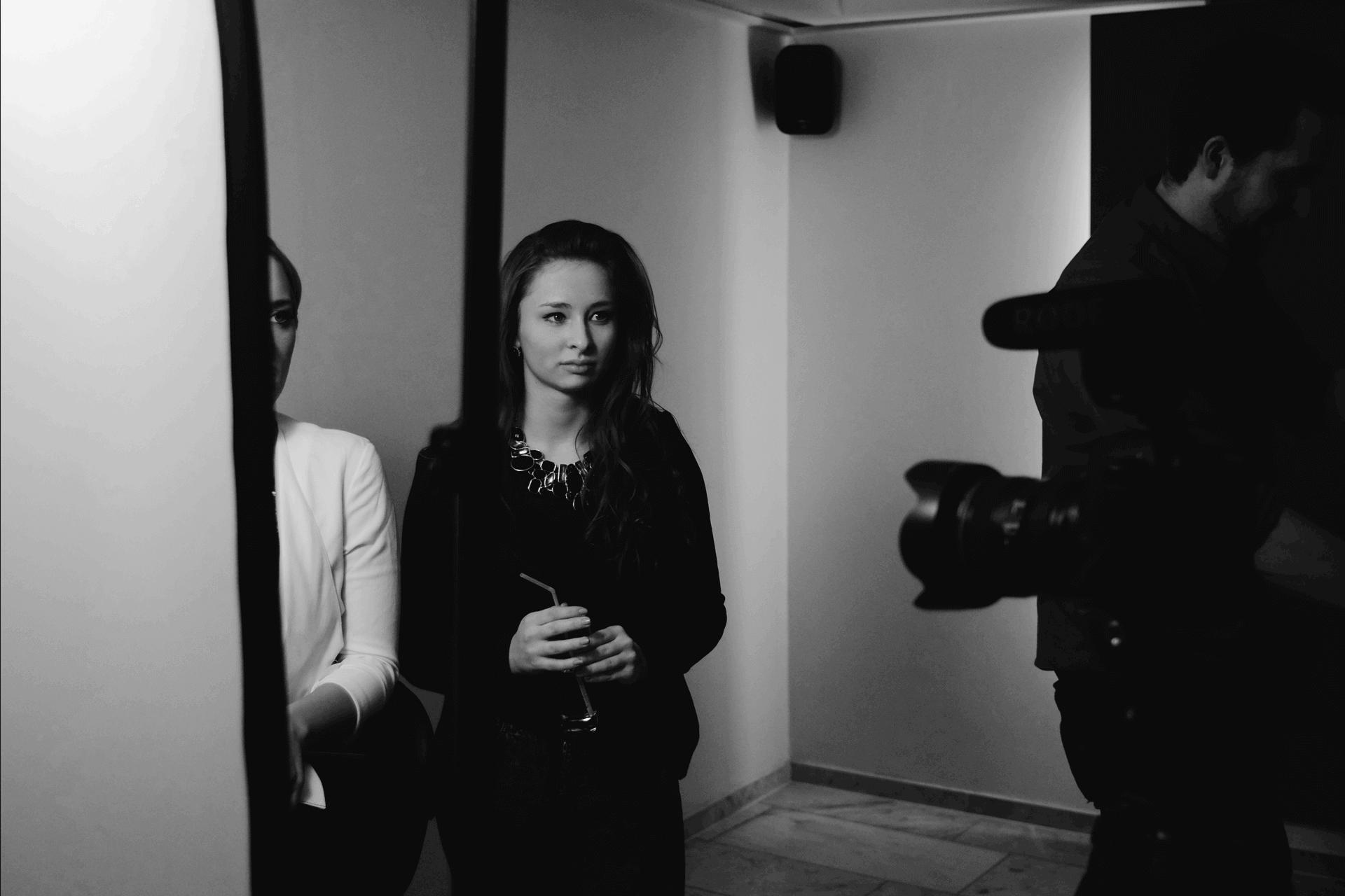 Julija organisiert das Fotoshooting bei PAVO