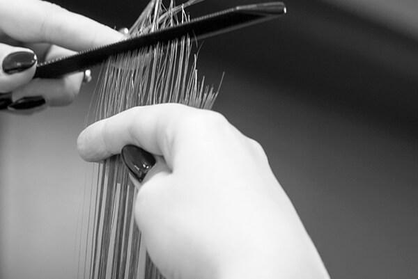 Bei uns in Essen werden deine Haare beim Friseur professionell behandelt